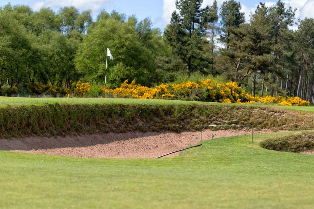bunker-flag-golf-scotland