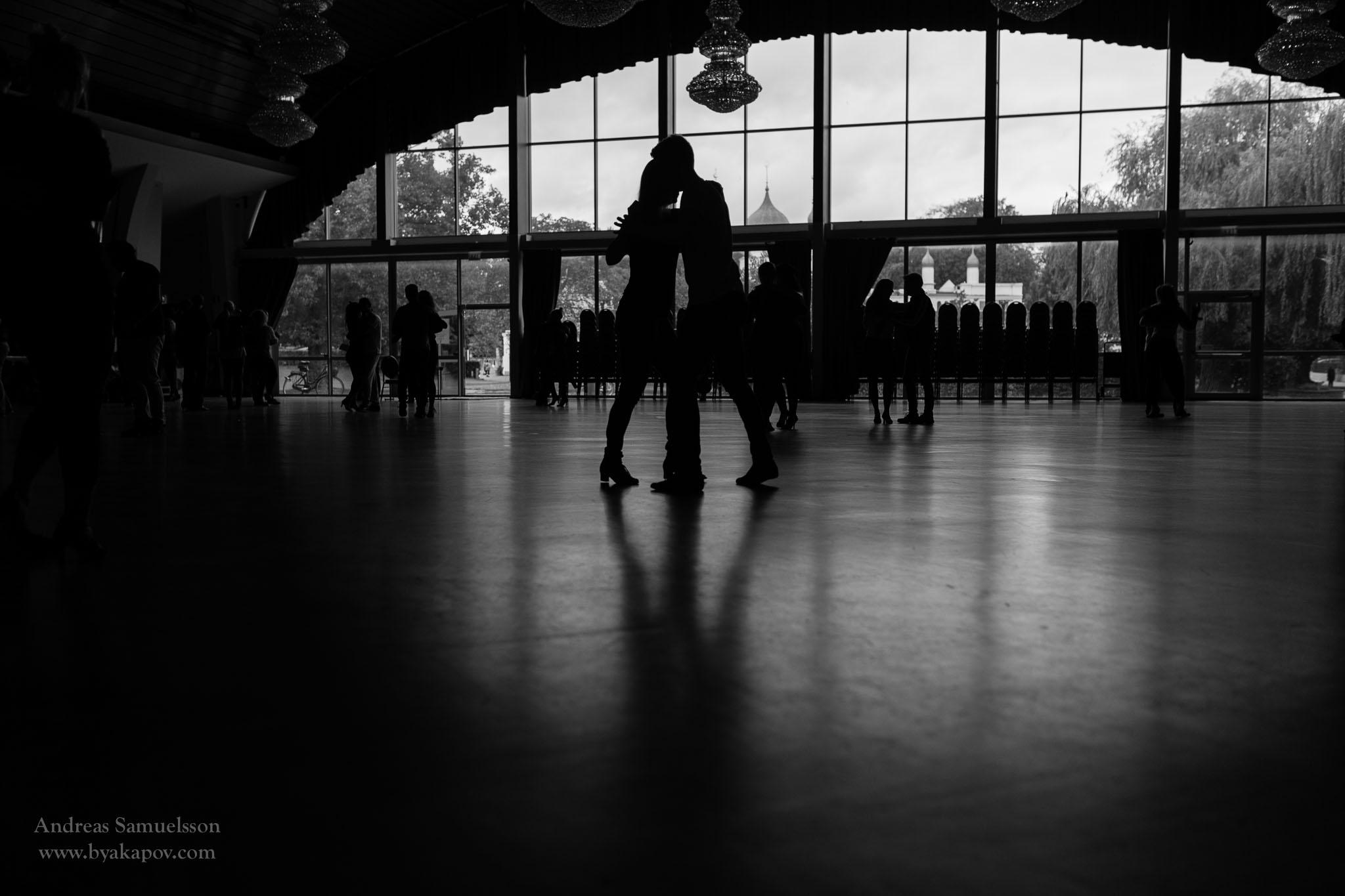 warmup-dance-dancing-bw