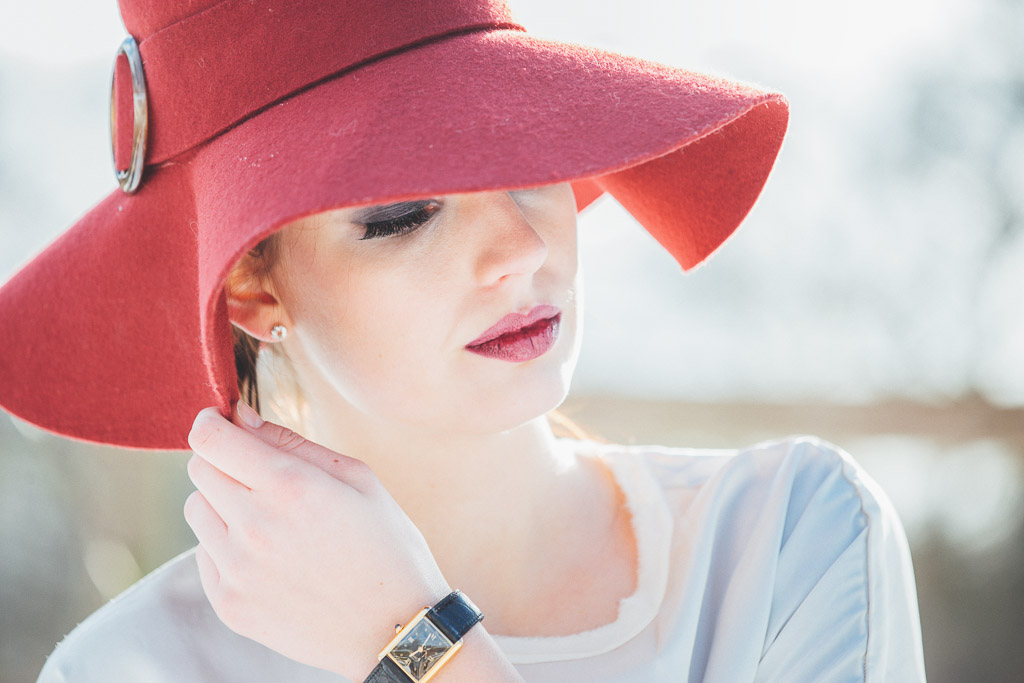 Model-in-hat-and-cartier-watch