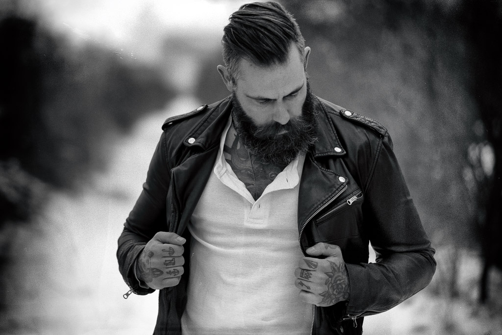 bearded-man-in-black-and-white