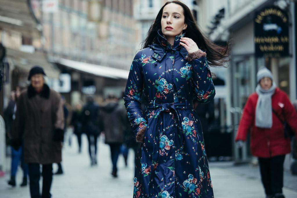 beautiful-woman-in-urban-setting