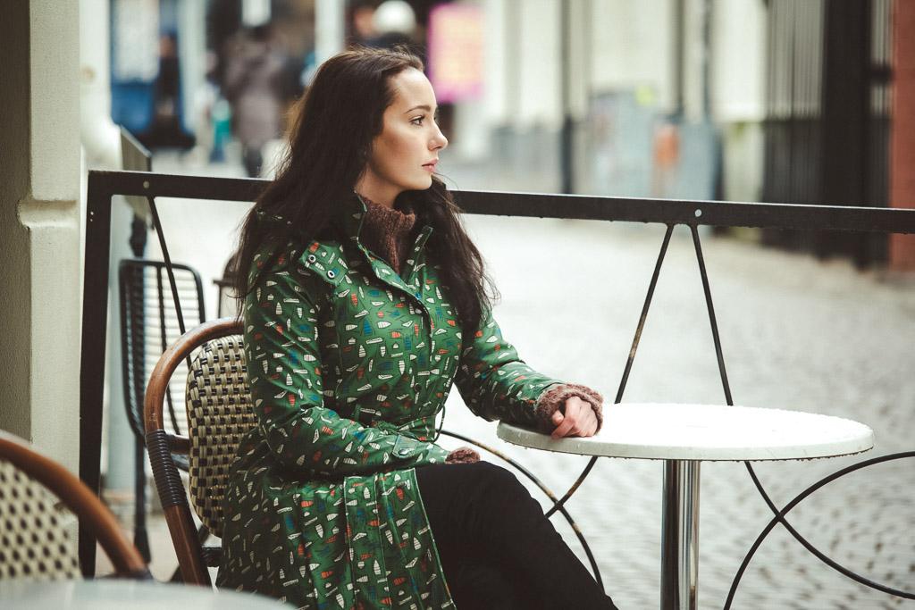beautiful-woman-waiting-at-table