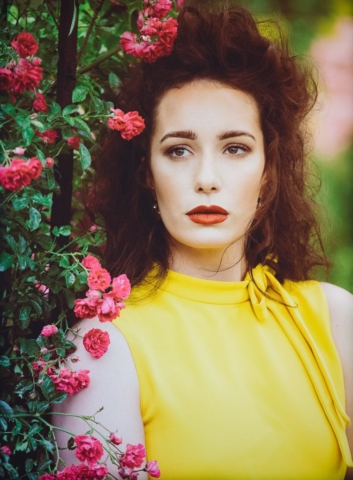 beautiful-portrait-in-yellow-dress