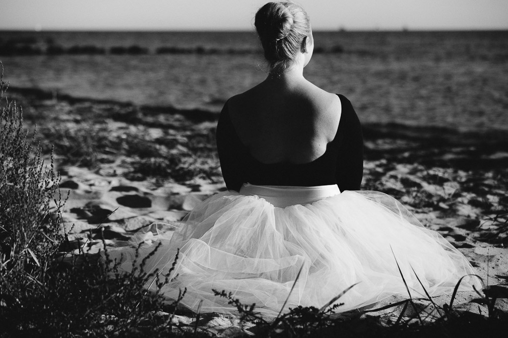 bw-woman-by-the-sea