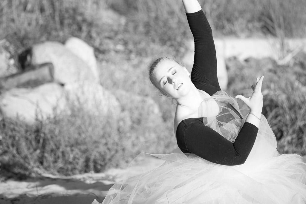 female-dancer-in-bw